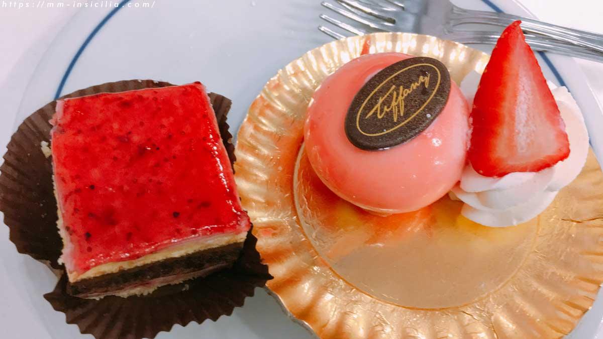 いちごとチョコレートのケーキとイチゴのムース