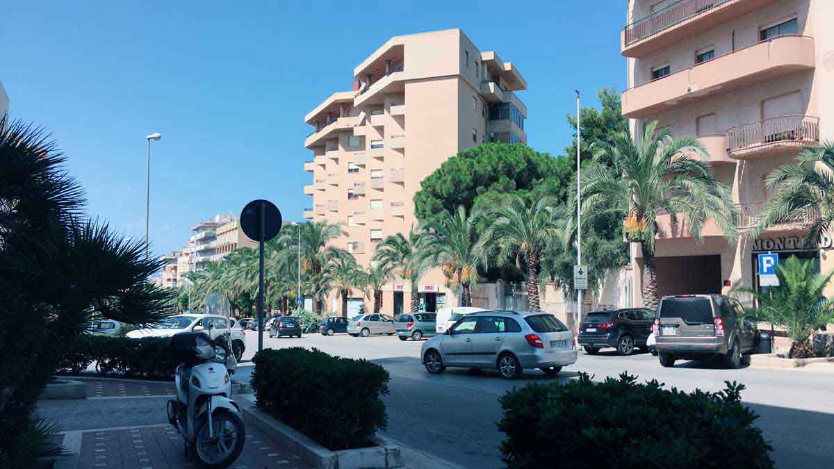 シチリアの市街地でのあるひとこま